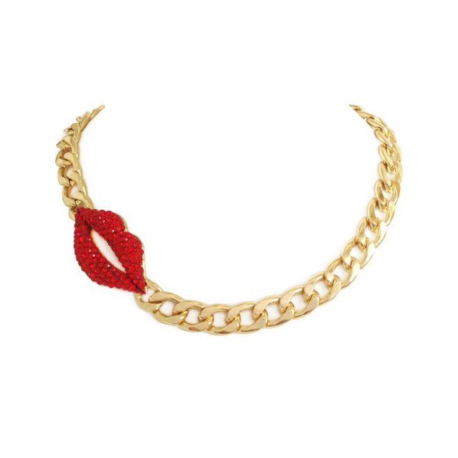 imagen de collar de eslabones con labios rojos