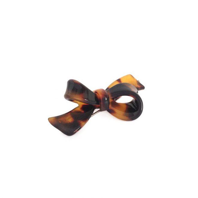 imagen de pinza lazo pelo marron