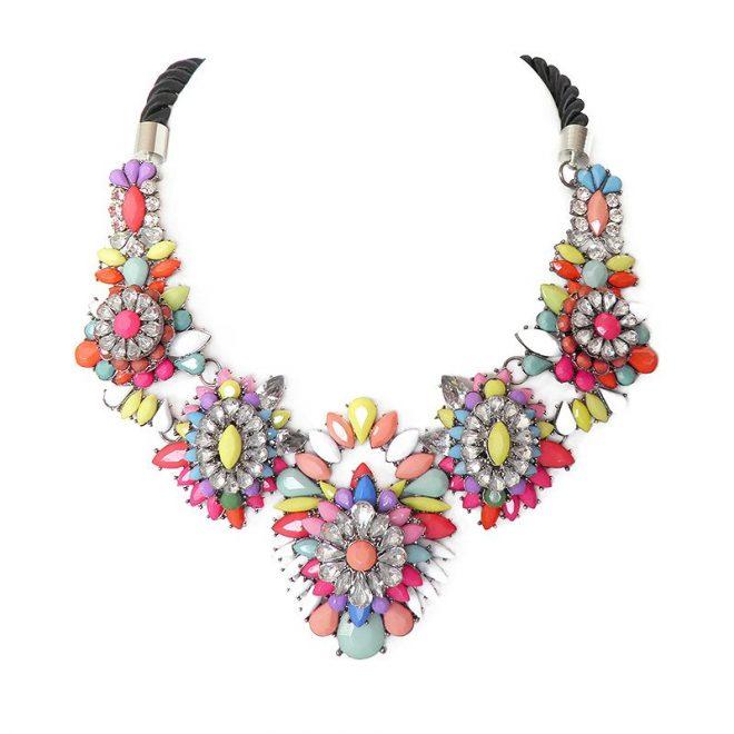 imagen de collar multicolor piedras pastel