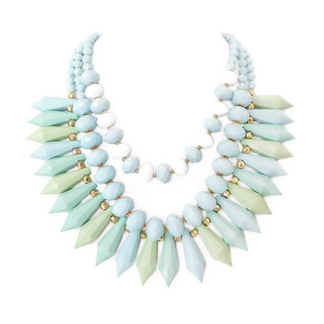 imagen de collar multicapa azul