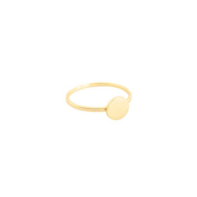 anillo forma circulo dorado