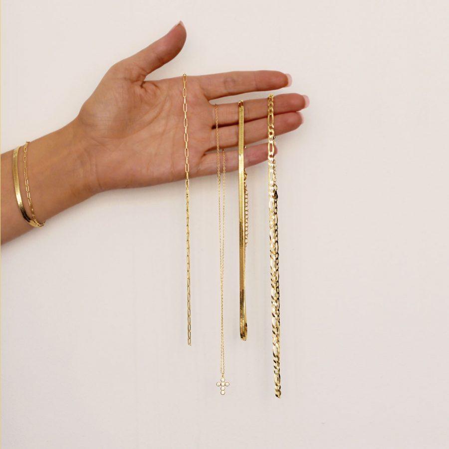 Collares y pulseras bañados en oro