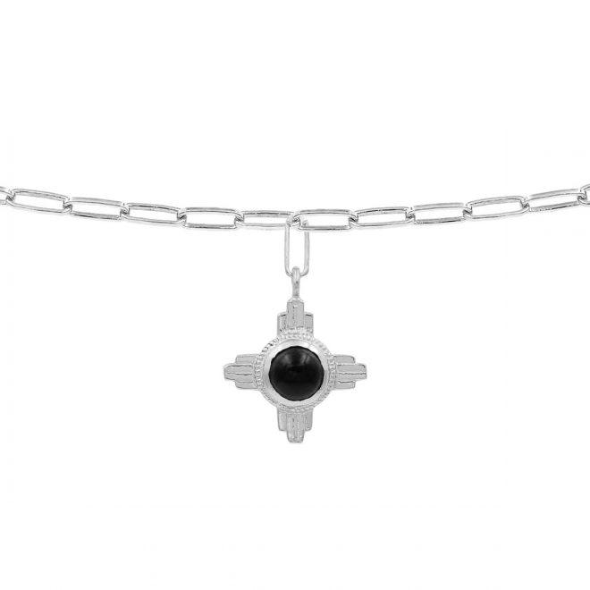 Colgante de plata en forma de cruz con piedra negra