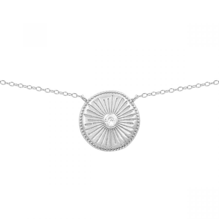 colgante de medalla con diseño de un sol con piedra transparente