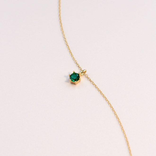 Collar con colgante de cristal verde