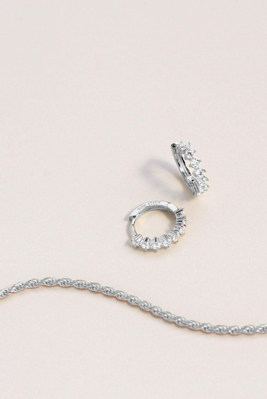 Joyas modernas de plata