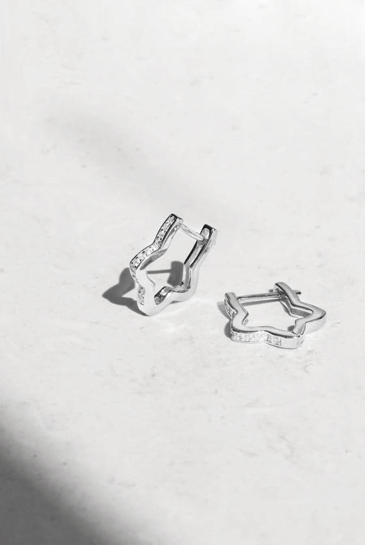 Pendientes de aro en forma de estrella en plata