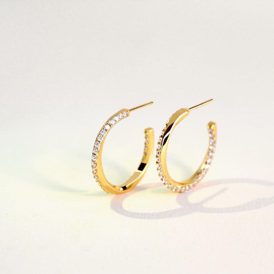 Aros bañados en oro con circonitas en espiral