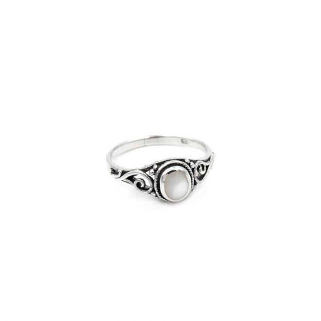 anillo plata boho con piedra ovalada en nácar