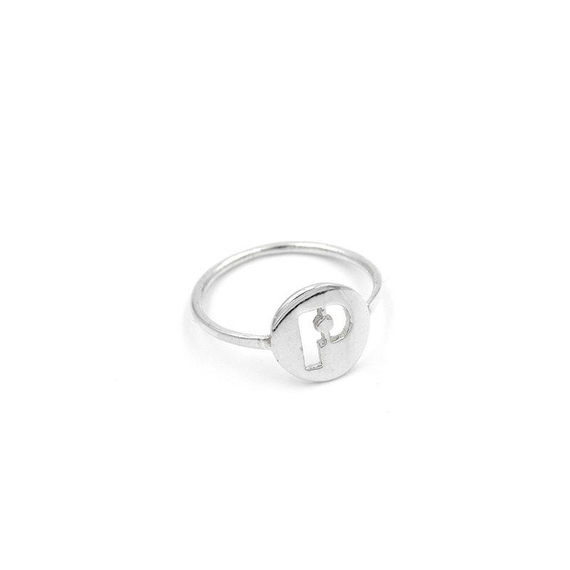 anillo letra de plata