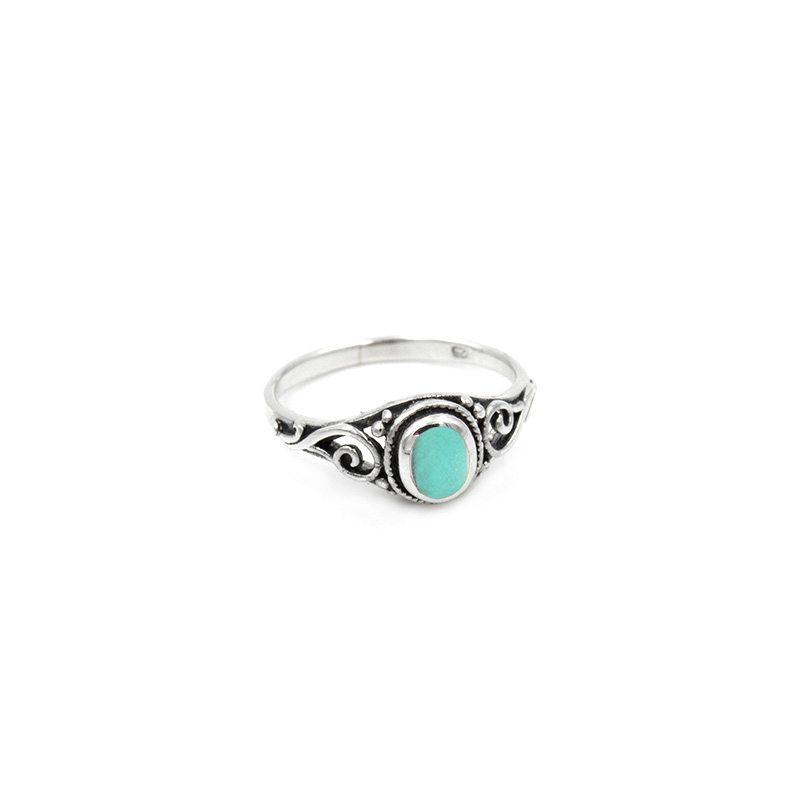 anillo en plata de ley de estilo boho con piedra turquesa