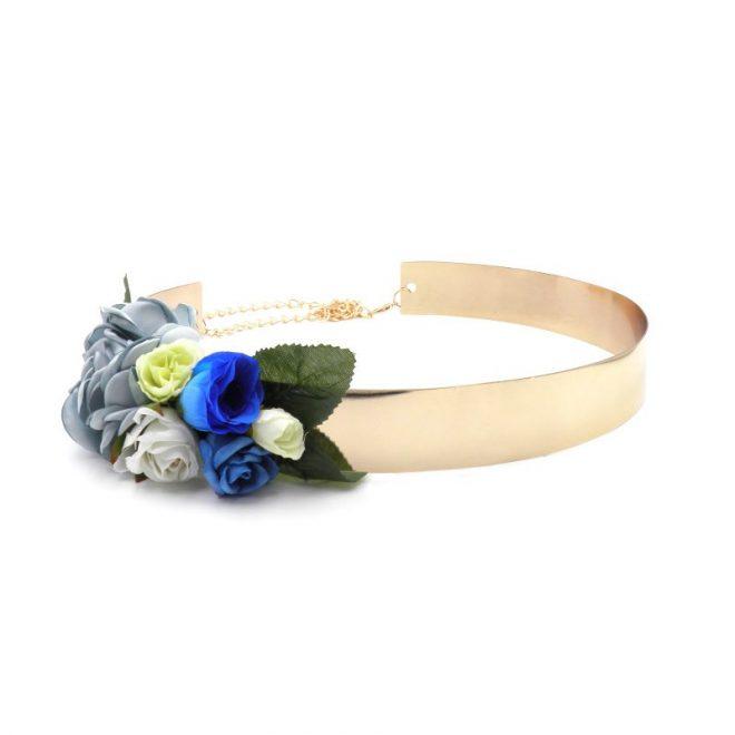 cinturón dorado ancho decorado con flores