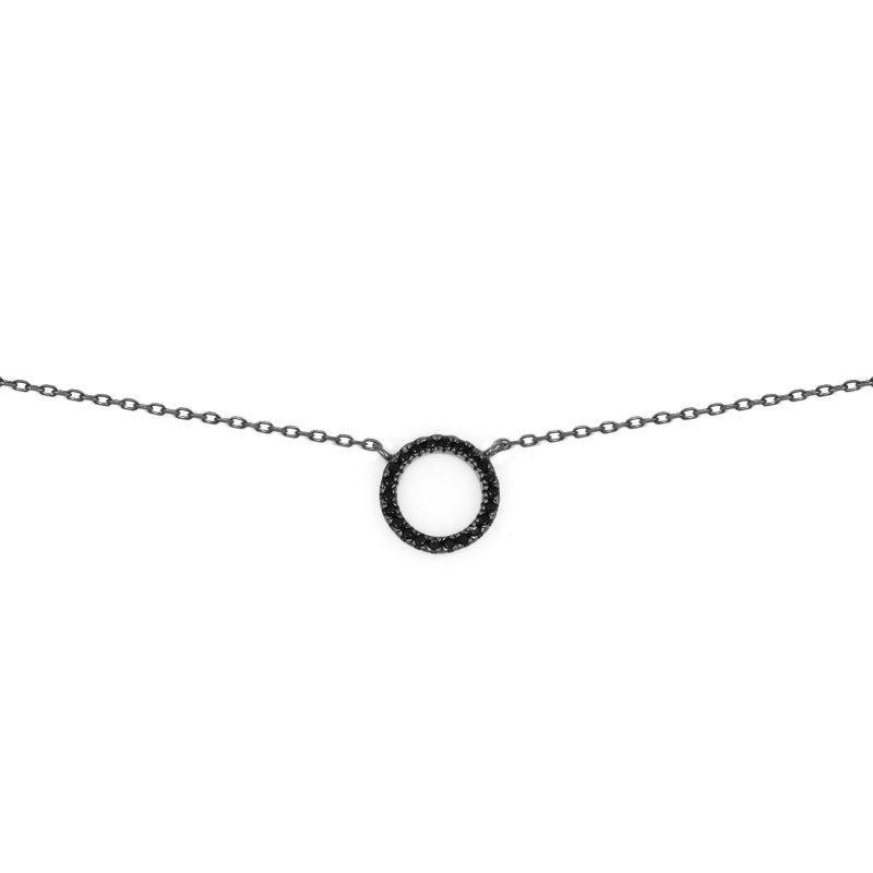 Collar karma con colgante círculo negro en plata de ley y baño de rodio