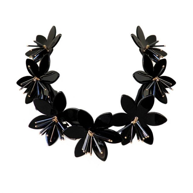 collar flores negras