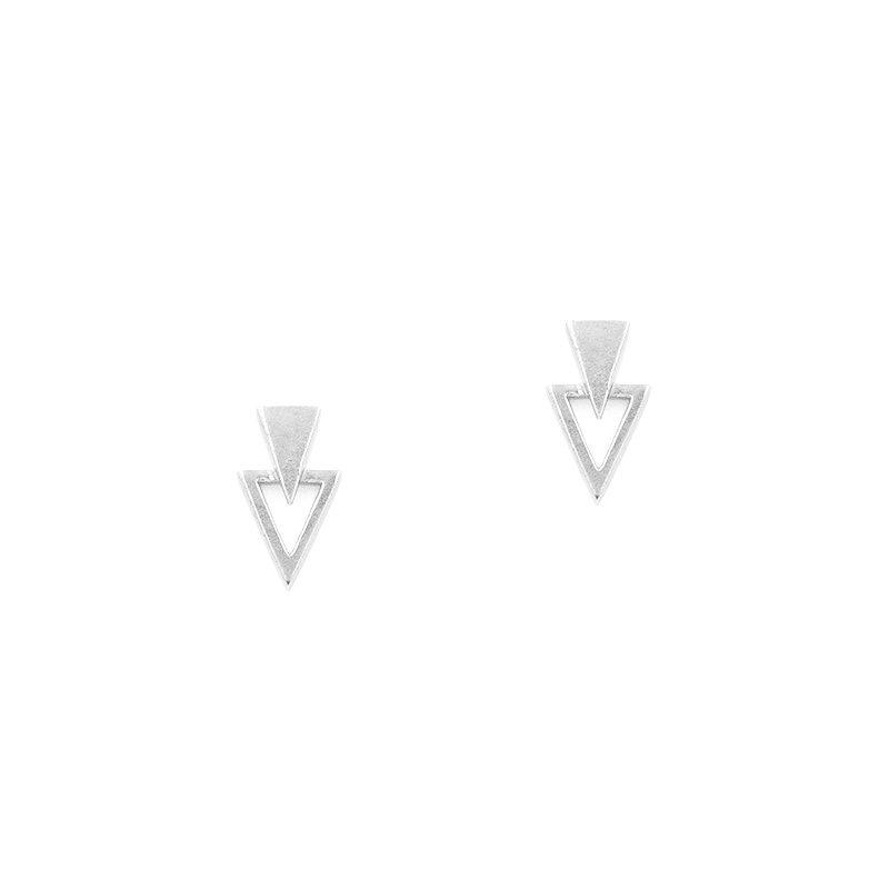 pendientes con diseño de dos triángulos